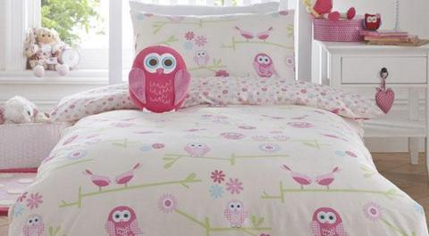 Pink bed linen for girls