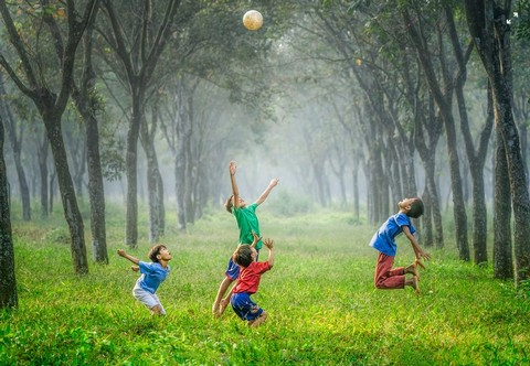 Playing sports benefits children in many ways